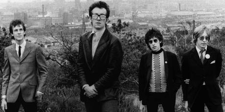 Blonde & Idiote Bassesse Inoubliable************************Armed Forces d'Elvis Costello & The Attractions