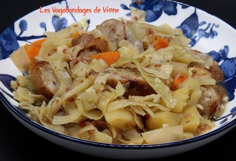 Saucisses au chou blanc, pommes de terre et cidre
