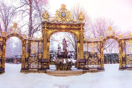 La fontaine d'Amphitrite et les grilles en fer forgé © French Moments