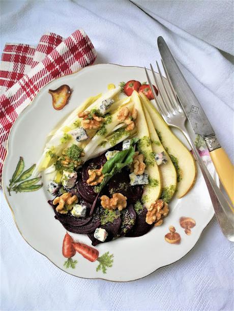 Salade de betterave, d'endive et de poire à la fourme d'ambert