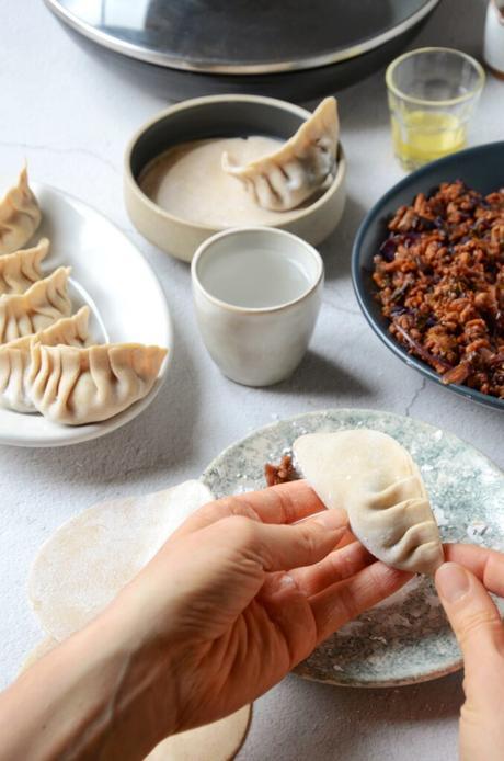 technique pliage éventail pâte raviolis japonais pékinois