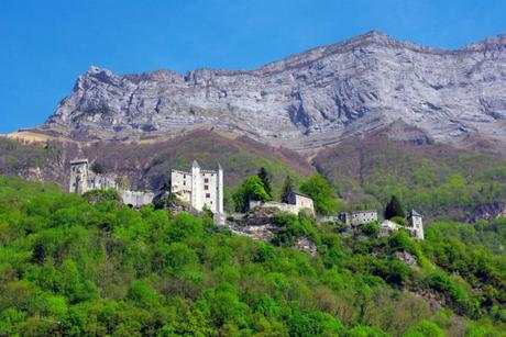 Un des châteaux de Savoie : Miolans © French Moments