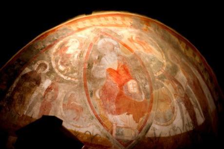 Les fresques romanes de la chapelle castrale d'Allinges Le Château-Neuf d'Allinges © HJPD - licence [CC BY 3.0] from Wikimedia Commons