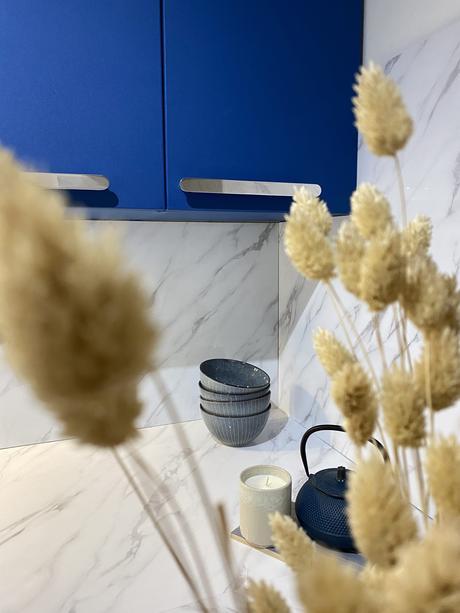 cuisine colorée bleu klein électrique - blog déco clem