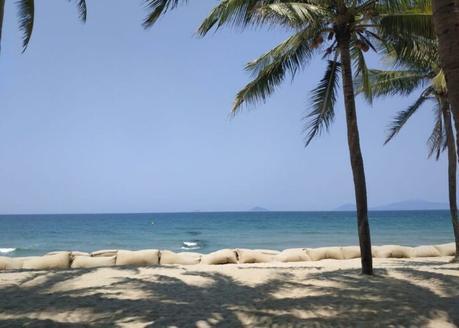 la plage de Cua Dai est comme une blessure bourrée de pansement