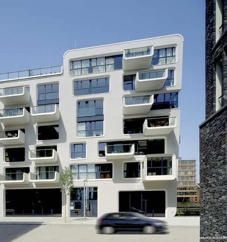 bâtiment balcon rond design contemporain baie vitrée