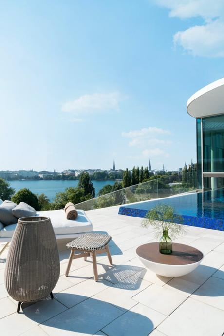 terrasse rooftop piscine tabouret fibre tressé