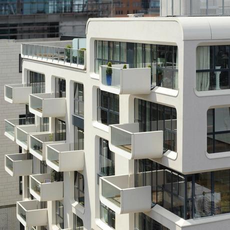 bâtiment design balcon rond contemporain baie vitrée