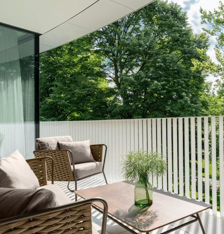 balcon hôtel allemagne chaise outdoor marron table rectangle
