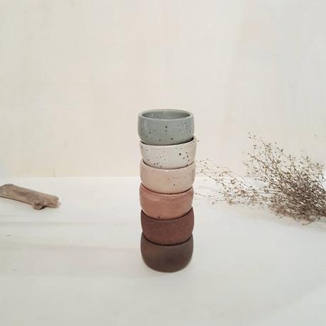 petit bol pour oeuf sauce rond porcelaine fait main artisanal ton pastel gris blanc rose marron
