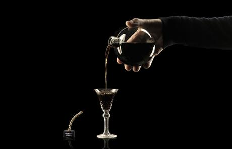 PACKAGING : de la liqueur de café dans des bombes de cartoons