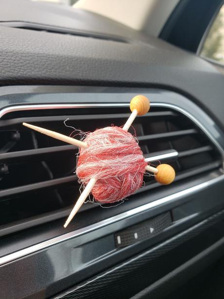 Diffuseur d'huiles essentielles pour la voiture : I love knitting !