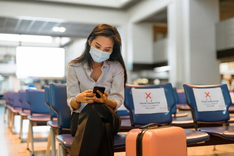 Alors que les interdictions de voyager sont dans la plupart des pays un principe de base pour contrôler la propagation du COVID-19, cette modélisation suggère que la réduction de l'activité individuelle  est une stratégie de loin supérieure dans le contrôle de l'épidémie (Visuel Adobe Stock 341578525)