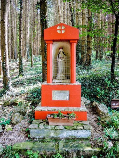 Jura alsacien - L'oratoire de Sainte-Madeleine à Wolschwiller © Espirat - licence [CC BY-SA 4.0] from Wikimedia Commons