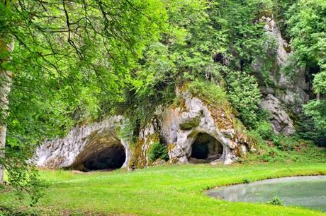La grotte de Mannlefelsen à Oberlarg © Florival fr - licence [CC BY-SA 3.0] from Wikimedia Commons