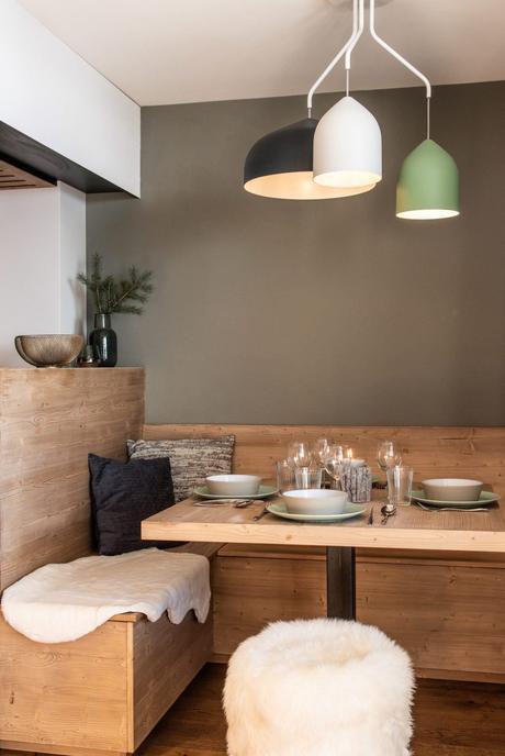 salle à manger table banc banquette en bois angle mur kaki - blog déco - clem around the corner