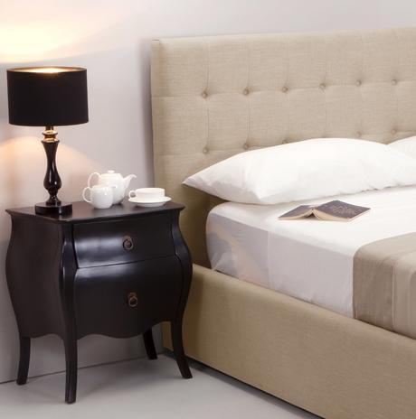 chambre lit double couleur beige blanc style néo classique vintage