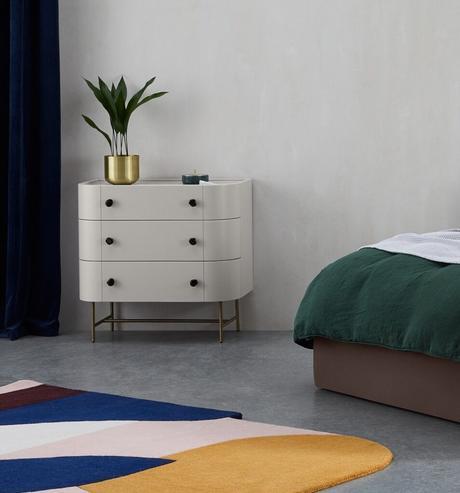 chambre sobre lumineuse moderne meuble vintage blanc pot laiton blog déco