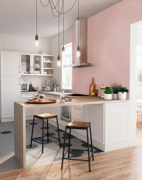 cuisine déco intérieure bar bois mur rose suspension moderne