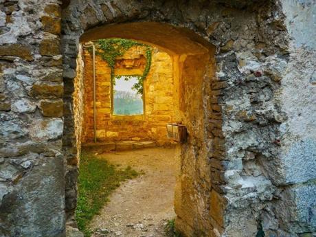 Exploration dans les ruines du Landskron © French Moments