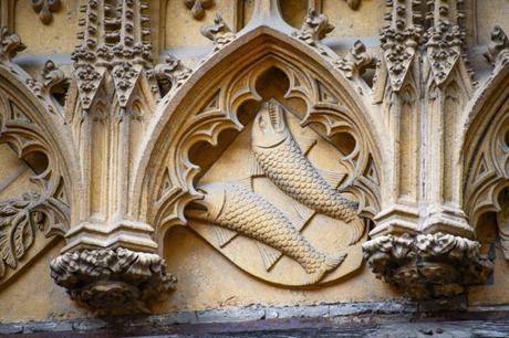 Les deux poissons - Blason des Ferrette à Thann © French Moments
