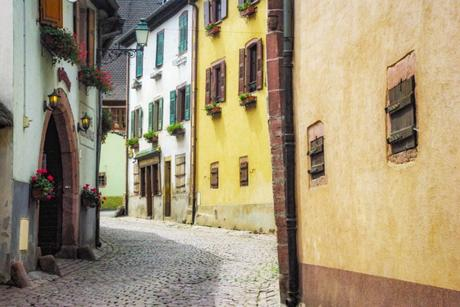 Rue Haute de Gueberschwihr, Alsace © French Moments