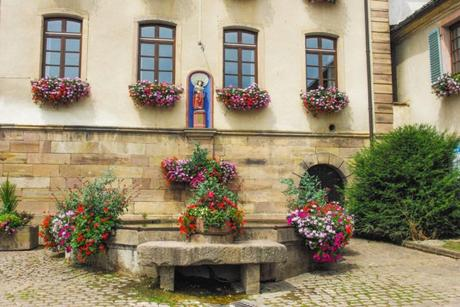 Place de la mairie, Gueberschwihr © French Moments