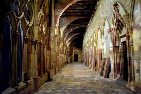 Le cloître de l'abbaye de Wissembourg © French Moments