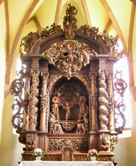 Maître-autel de la chapelle Saint-Sébastien. Photo par Olves [Domaine Public]