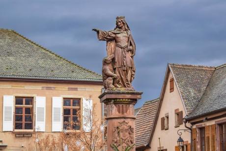 Fontaine de Sainte-Richarde d'Andlau © French Moments