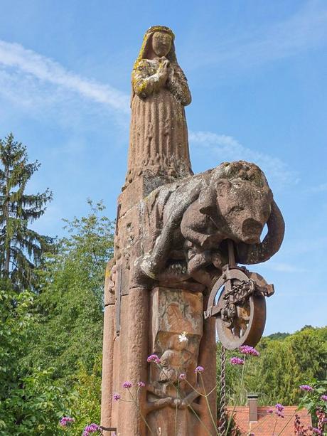 Puits Sainte Richarde © Ralph Hammann - licence [CC BY-SA 4.0] from Wikimedia Commons