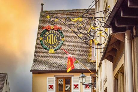 Rue Principale de Mittelbergheim © Valentin R. - licence [CC0] from Wikimedia Commons