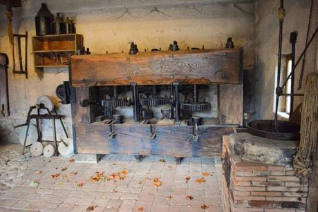 Moulin à huile du 18e siècle © French Moments