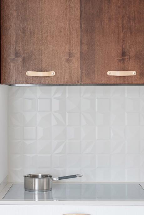 meuble cuisine acajou massif bois crédence relief blanche