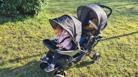 En balade avec bébés dans la poussette Graco Stadium Duo
