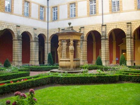 Cloîtres de Lorraine - Cloître de l'abbaye Saint-Clément © Fab5669 - licence [CC BY-SA 3.0] from Wikimedia Commons