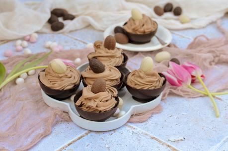 Mousse au chocolat au lait en coque de chocolat noir