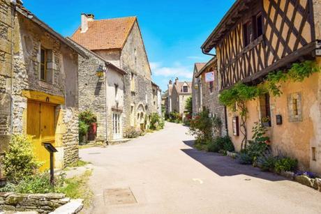 La maison à pans de bois, Grande-Rue (à droite) © French Moments