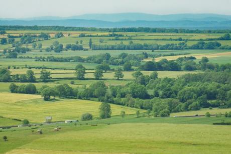 La vue sur l'A6 et le Morvan depuis le belvédère de La Croix de Mission © French Moments