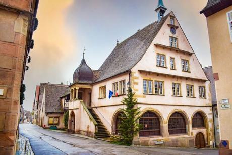 Villages d'Alsace - La mairie de Mittelbergheim © French Moments
