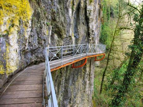 Autour d'Annecy - Gorges du Fier © French Moments