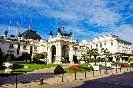 Autour d'Annecy - Casino d'Aix-les-Bains © French Moments