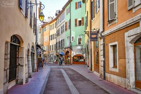 Visiter Annecy : la Rue Jean-Jacques Rousseau © French Moments