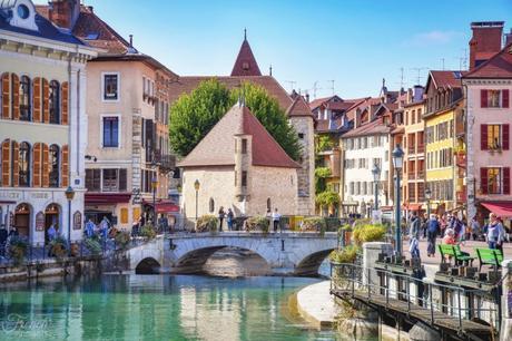 Visiter Annecy : La vue du pont de la Halle © French Moments