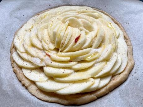 Chutes – Tarte fine aux pommes et à la cannelle