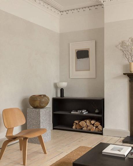 salon chaise bois lcw Eames cheminée noire
