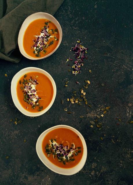 Soupe de butternut et poireaux , graines germées