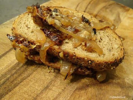 Le sandwich au fromage grillé et oignons