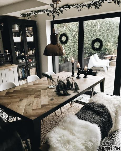 table chevron finition métallique noir déco industrielle bohème plaid fourrure blanche clematc
