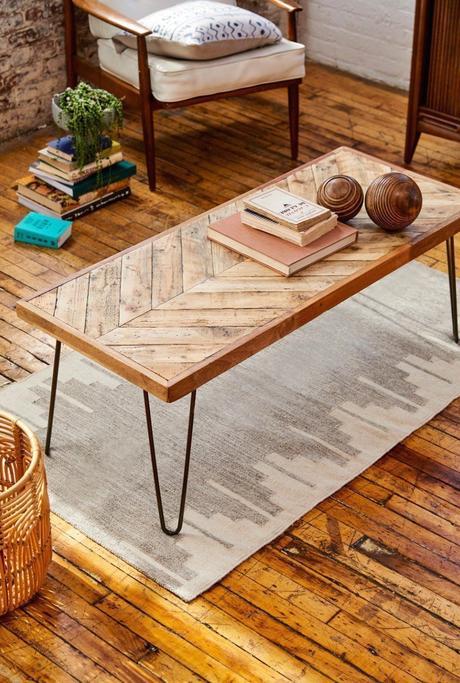 table basse bois chevron tapis gris panier osier rotin blog déco